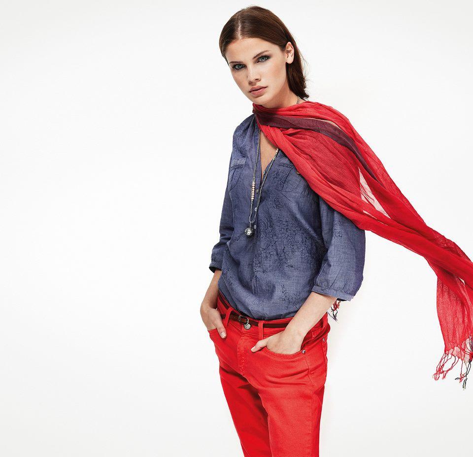 Представлять женщин в одежде и без онлайн 10 фотография