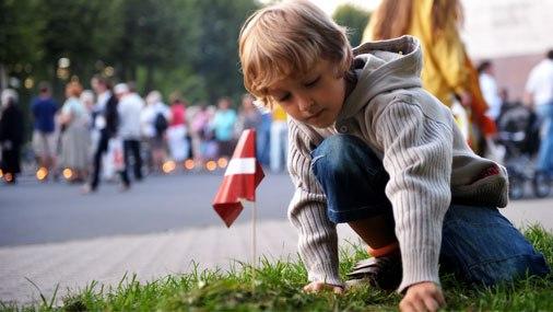 Число латвийских детей рожденных заграницей растёт