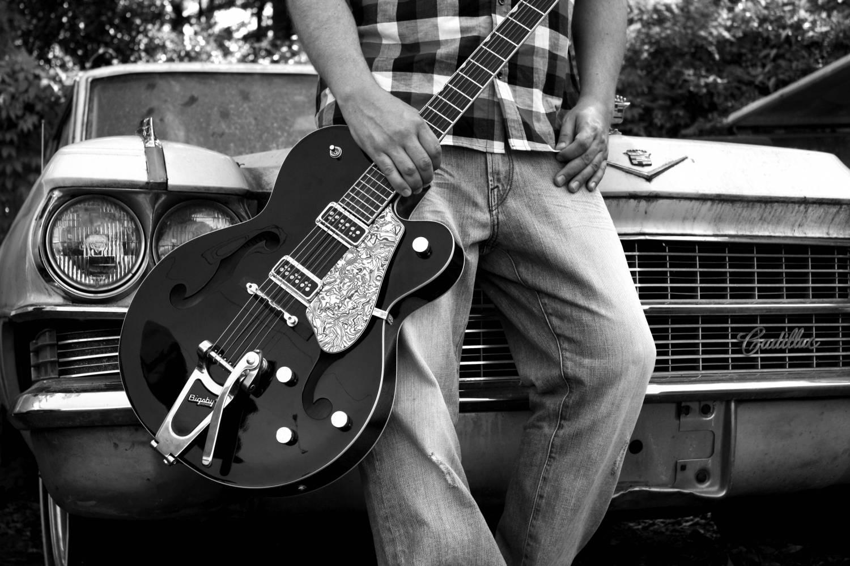 Парень с гитарой имеет больше шансов завязать знакомство с девушкой