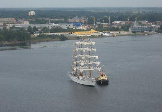 Парусное судно «Куаутемок» в Рижской Даугаве ждёт своих посетителей