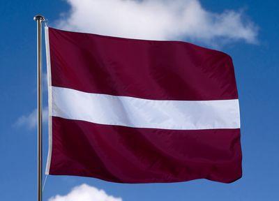 Австралиец хотел украсть флаг Латвии на память.