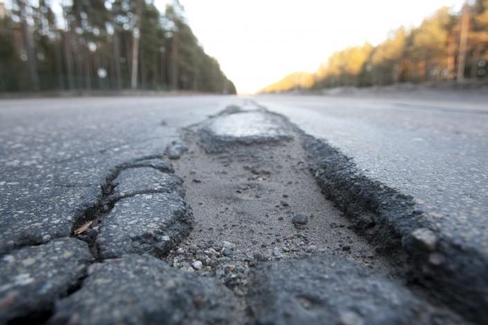 Плохое финансирование латвийских дорог.