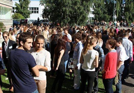 Акция против «легальных наркотиков» у Рижской Пурвциемской средней школы в Риге