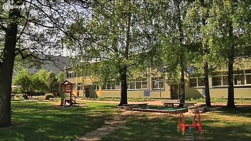 Пьяное общество против забора у детского сада в Риге + комментарий мэра