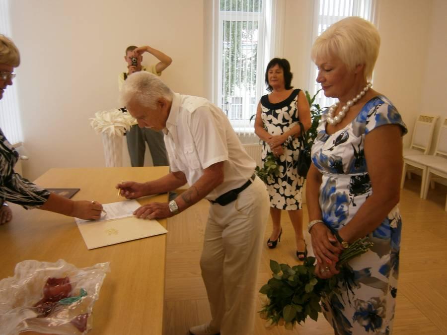 Регистрация брака подоражает