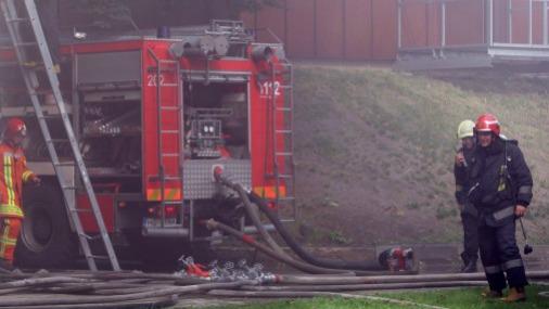 Пожар в Риге: на этот раз в здании фабрики Rīgas audums
