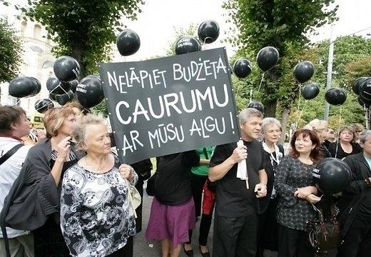 Учителя выйдут на протест 12 мая