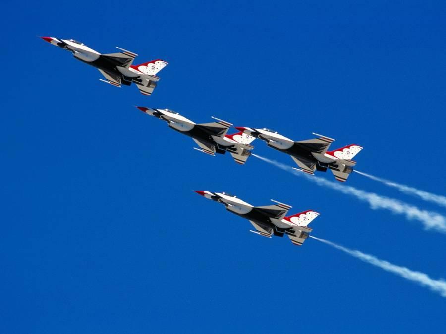 Четыре натовских истребителя будут охранять небо над странами Балтии