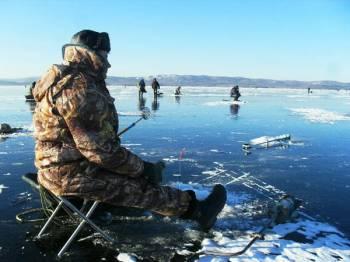 Фото к новости В Риге отменили запрет находится на льду для нескольких водоёмов