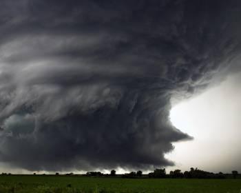 Фото к новости Как вести себя во время урагана в субботу