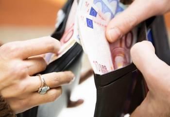 Со следующего года минимальная зарплата в Латвии увеличится до 360 евро