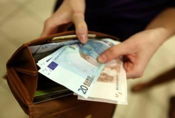Латвийцы уверены в неправильном распределении государством бюджетных средств