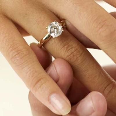 Помолвочные кольца: как выбрат...