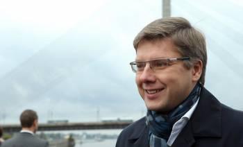 Ушаков считает, что правительство принимает глупые решения, и готов стать премьером