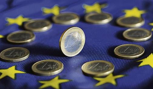 Жители Латвии против евро