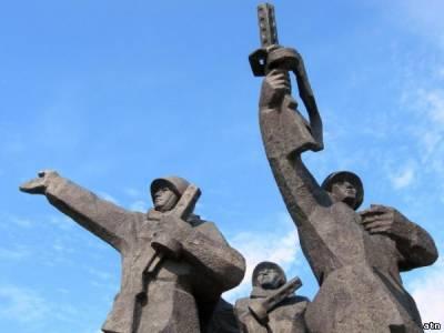 10 000 голосов за снос памятника освободителям