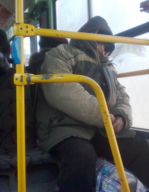 В общественном транспорте запретят проезд в грязной одежде