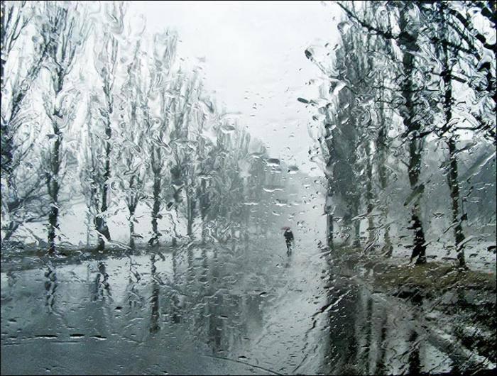 Затруднение движения на затопленных улицах Риги