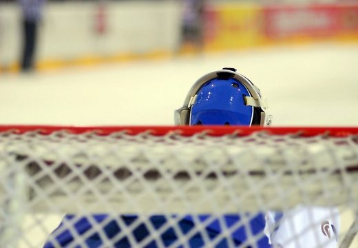 Молодой латвийский вратарь попал в швейцарскую хоккейную Суперлиге