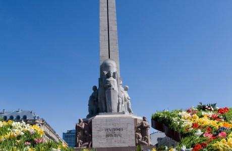 Сбор подписей за снос памятника Свободы