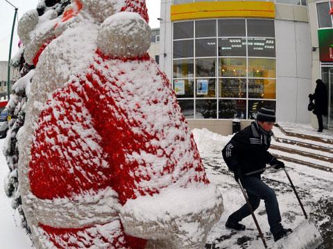 Москву готовят к новогодним праздникам