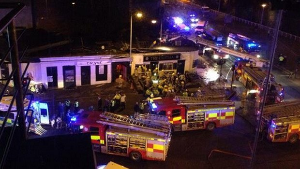 Полицейский вертолет рухнул на крышу паба
