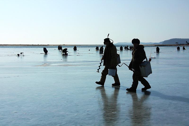 Рыбаки не хотели покидать лед