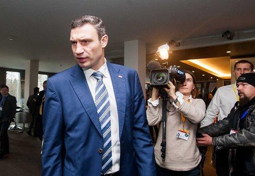 Кличко требует президентских выборов на год раньше срока
