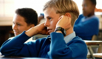 С 2018 года планируется перевести школы на латышский язык обучения.