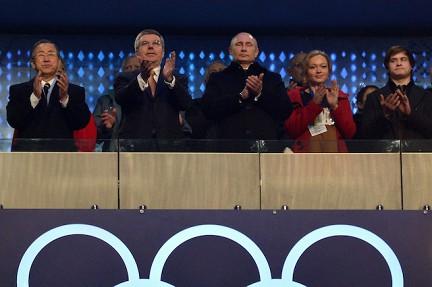 Президент Владимир Путин находился на церемонии открытия Олимпиады в Сочи рядом с бобслеисткой Ириной Скворцовой