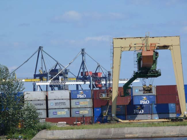Рижский порт вынес предупреждение восьми предприятиям