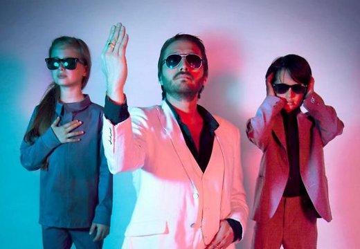Depeche Mode в необычном семейном исполнении