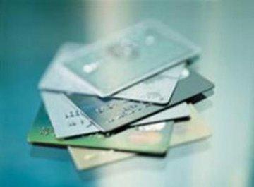Жители Латвии платят через интернет-банки и пластиковые карты