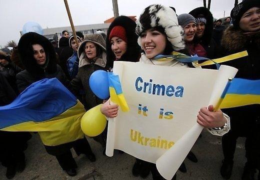 В Крыму участники акции организовали живую цепь под лозунгом
