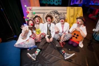 В Ригу прибыл знаменитый Владимир Ольшанский, чтобы обучить клоунов-докторов